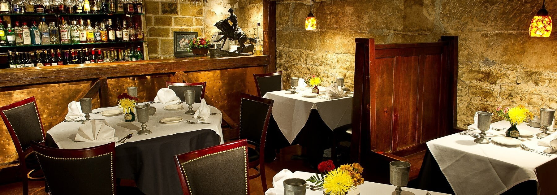 Stonewalls Dining Fall Picture